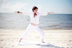 Yoga della spiaggia Immagine Stock Libera da Diritti