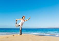 Yoga della spiaggia Fotografia Stock Libera da Diritti