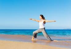 Yoga della spiaggia Fotografia Stock