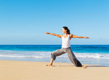 Yoga della spiaggia Immagini Stock Libere da Diritti