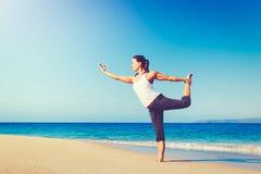 Yoga della spiaggia, stile di vita sano fotografia stock libera da diritti