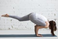 Yoga dentro: Eka Pada Galavasana Fotografía de archivo