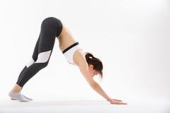 Yoga di esercizio della giovane donna Fotografie Stock