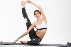 Yoga di esercizio della giovane donna Immagine Stock Libera da Diritti