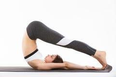 Yoga di esercizio della giovane donna Immagine Stock