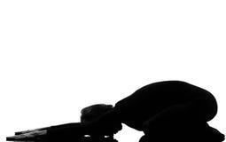 Yoga di posa del bambino di virasana di mukha di adho della donna Immagini Stock Libere da Diritti