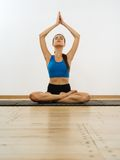 Yoga di pratica Fotografie Stock Libere da Diritti
