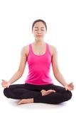 Yoga di pratica della bella giovane donna, sedentesi in un positi del loto Fotografia Stock Libera da Diritti