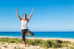 Yoga di pratica della donna Immagini Stock
