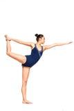Yoga di pratica della donna adatta dei giovani Immagini Stock