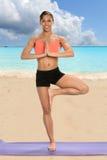 Yoga di pratica della donna afroamericana Immagini Stock Libere da Diritti