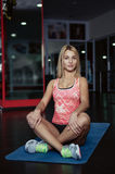 Yoga di pratica della gente Immagine Stock