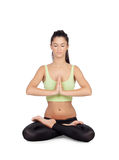 Yoga di pratica della giovane donna nella posizione di loto Fotografia Stock