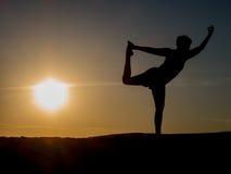 Yoga di tramonto Fotografie Stock Libere da Diritti