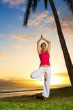 Yoga door de Oceaan Stock Foto's