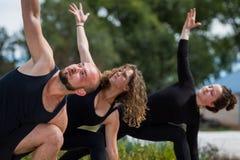 Yoga door de rivier Stock Afbeelding