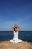 Yoga door Overzees stock fotografie