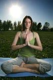 Yoga draußen Lizenzfreie Stockbilder