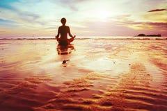 Yoga e chiarimento fotografie stock libere da diritti