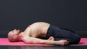 Yoga e forma fisica Allungamento del quadricipite Immagine Stock
