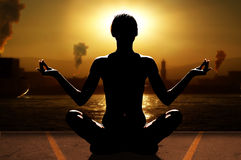 Yoga ed industria fotografia stock
