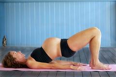 Yoga embarazada Imágenes de archivo libres de regalías