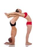 Yoga emparejada Cuerpos de la figura de la forma de la gente Imagenes de archivo