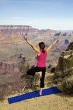 Yoga en la barranca magnífica Fotografía de archivo