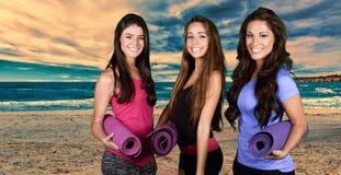 Yoga en la playa Fotografía de archivo
