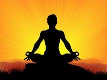 Yoga en la puesta del sol Fotos de archivo