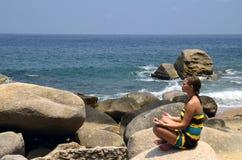 Yoga en meditatie met de golven Royalty-vrije Stock Afbeelding