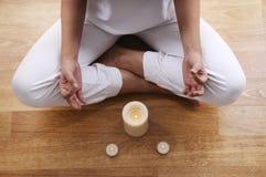 Yoga en meditatie van jonge vrouw Royalty-vrije Stock Foto