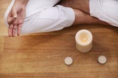 Yoga en meditatie van jonge vrouw Stock Foto