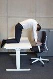 yoga en oficina Imagenes de archivo