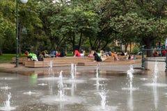 Yoga en parc Photo libre de droits