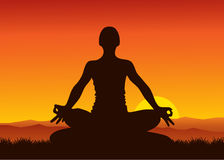 Yoga en puesta del sol Foto de archivo