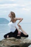 Yoga et forme physique. Photo libre de droits