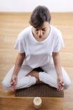 Yoga et méditation de jeune femme Photographie stock libre de droits