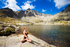 Yoga exercising in Tatry mountains Royalty Free Stock Photos