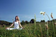 Yoga extérieur Images stock
