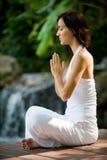 Yoga extérieur image stock