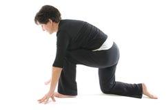 yoga för anjaneyasanakneelikvinna arkivfoton