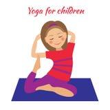 Yoga für Kinder Kindertätigkeiten Mädchen, das Übungen tut Lizenzfreie Stockfotografie