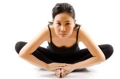Yoga femminile asiatica isolata. Immagini Stock