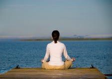 Yoga-Frau lizenzfreie stockfotos