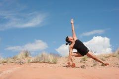 Yoga-Frau des amerikanischen Ureinwohners stockbilder