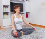 Yoga-Frau entspannen sich gesunden Lebensstil Stockfotografie