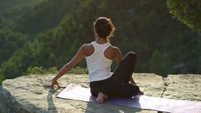 Yoga fuori archivi video