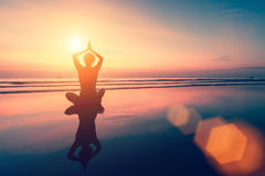 Yoga, geschiktheid en gezonde levensstijl stock afbeelding