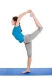 Yoga - giovane bella donna che fa il excerise di asana di yoga isolato Fotografie Stock